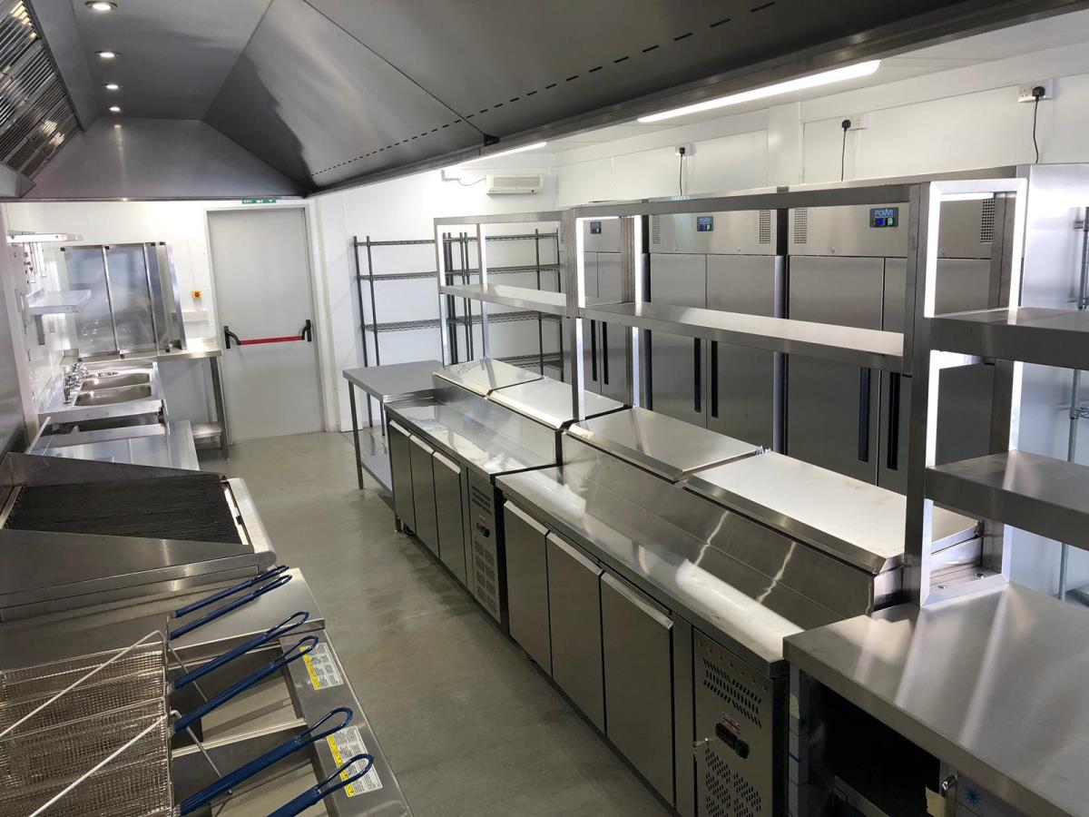 A central servery area makes it easy for food delivery drivers to collect orders from your dark kitchen.